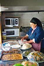 GriechenlandWeb Mevrouw Anna maakt Makarounes   Karpathos GriechenlandWeb.de foto 1 - Foto GriechenlandWeb.de
