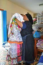 Traditionele klederdracht Olympos Karpathos | GriechenlandWeb.de foto 002 - Foto GriechenlandWeb.de