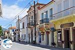 GriechenlandWeb.de Traditionele gebouwen langs de hoofdweg in Karlovassi - Insel Samos - Foto GriechenlandWeb.de