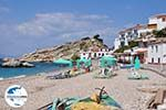 GriechenlandWeb.de Ligbedden und strandstoelen aan Strandt Kokkari - Insel Samos - Foto GriechenlandWeb.de