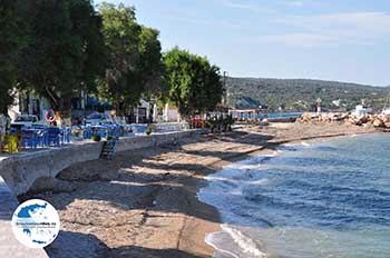 Taverna's aan Strandt Katarraktis - Insel Chios - Foto von GriechenlandWeb.de